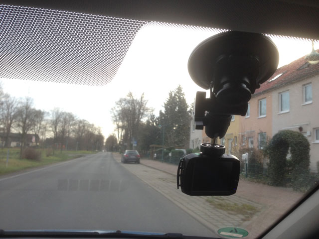 saugnapf der dashcams halten nicht dashcam test 2017. Black Bedroom Furniture Sets. Home Design Ideas